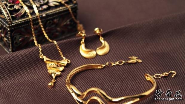 黄金首饰泛白是什么原因?黄金首饰泛白还能回收吗?